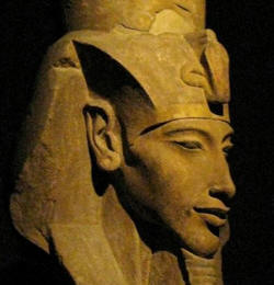 Akhenaton faraone pacifista?